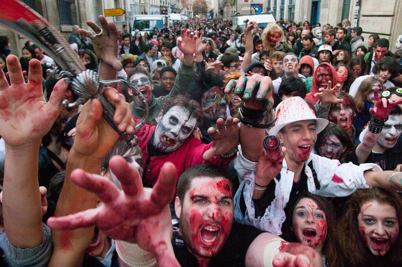 La Zombie Walk Paris se déroule tous les ans pour les amateurs de zombies et autres créatures terrifiantes...